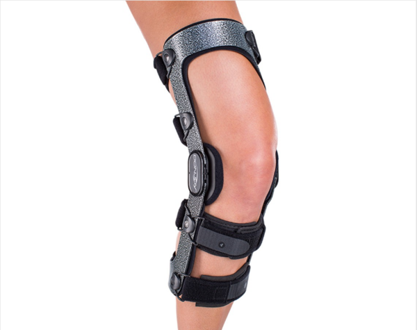 Plastic hinged knee